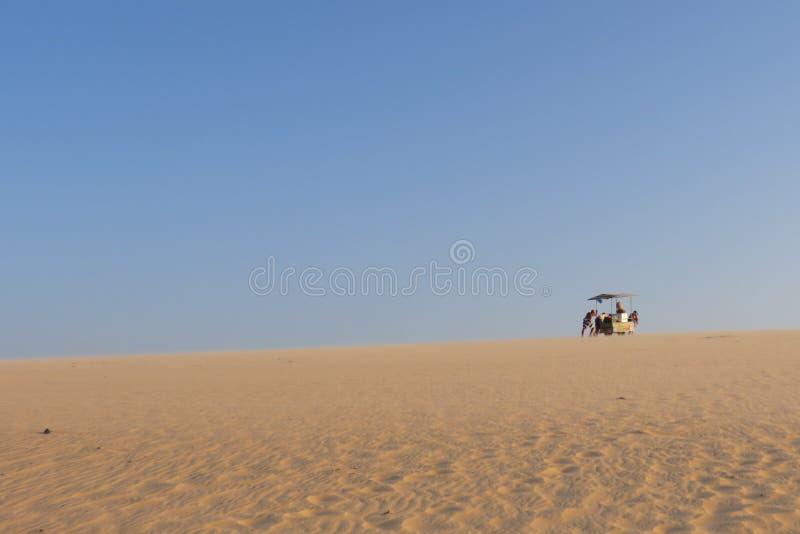 Kämpa till och med sand royaltyfri fotografi