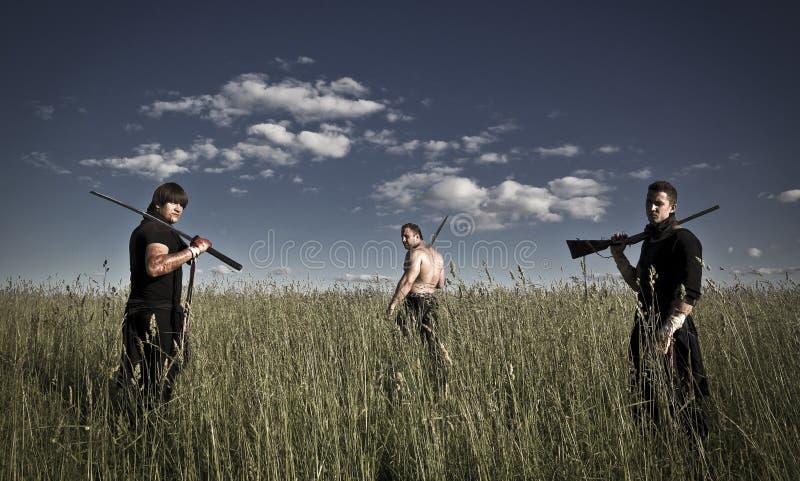 Kämpar med vapen royaltyfri foto