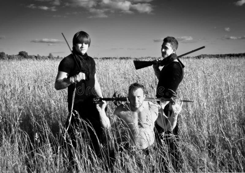 Kämpar med vapen royaltyfri fotografi