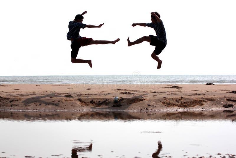 Kämpfen nahe dem Strand stockbilder