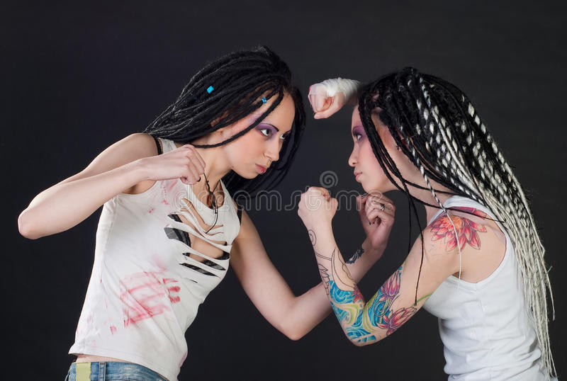 Kämpfende Mädchen lizenzfreies stockbild