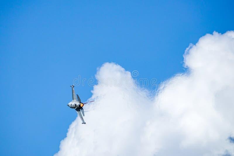 Kämpfender Falke General Dynamics F-16, multirole ÜberschallKampfflugzeug lizenzfreies stockfoto