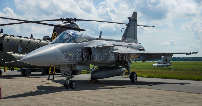 Kämpfer, Angriff und Aufklärungsflugzeug Saab JAS-39 Gripen lizenzfreie stockbilder