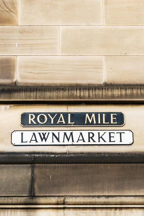 Känt tecken för gata på en husvägg i Edinburg arkivbild