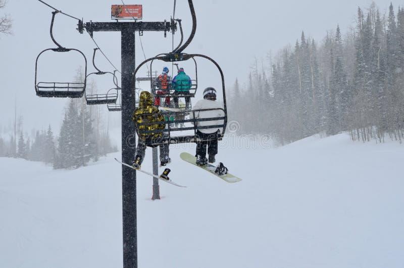 Kära Jultomten, all som jag önskar för jul, är snö och ett vitt passerande Ski Pass arkivfoto