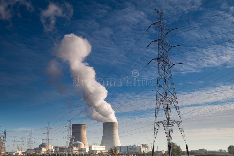 kärn- växtström för elektrisk energi arkivbild