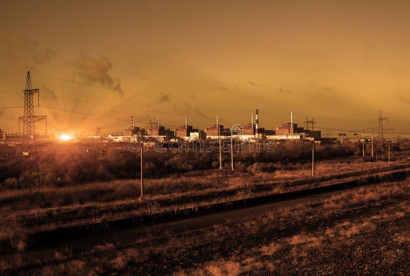 Kärnenergi och förorening kärn- strömstation royaltyfria foton