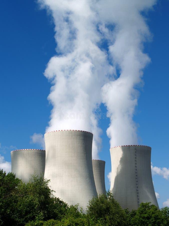 Kärnkraftverk södra Bohemia, Tjeckien royaltyfria bilder
