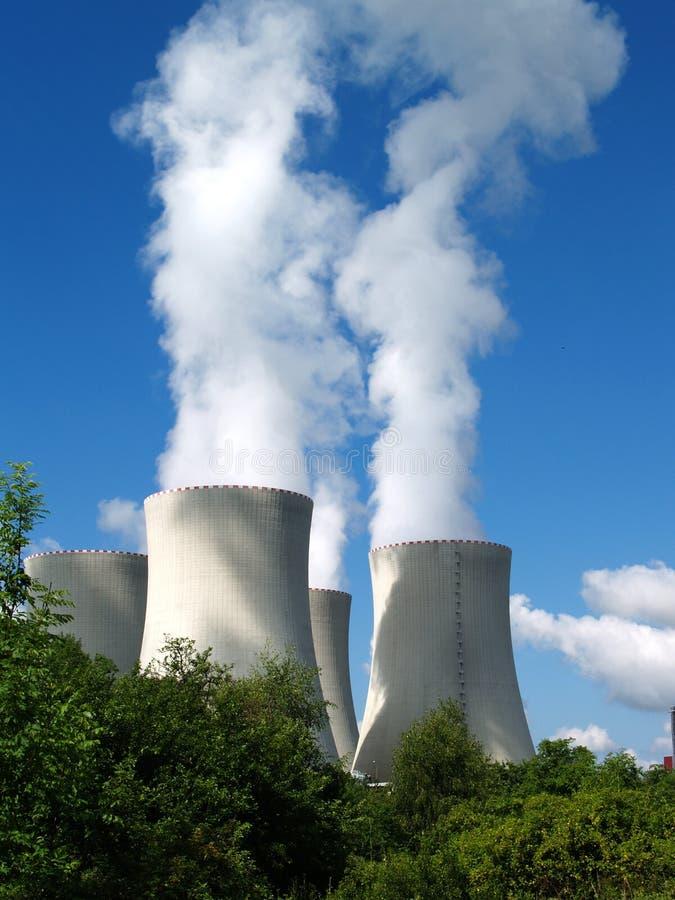 Kärnkraftverk södra Bohemia, Tjeckien arkivfoto