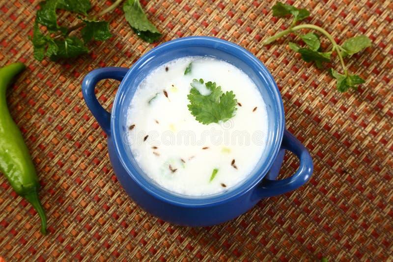 Kärnmjölk eller Punjabi Lassi, indisk drink arkivbilder