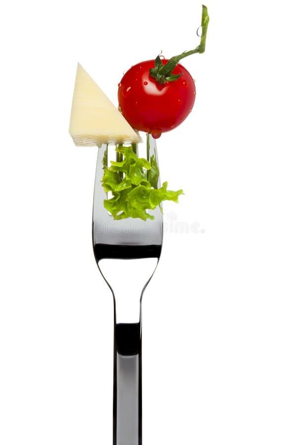 Käse, Tomate, Kopfsalat sticked auf Gabel lizenzfreie stockfotos