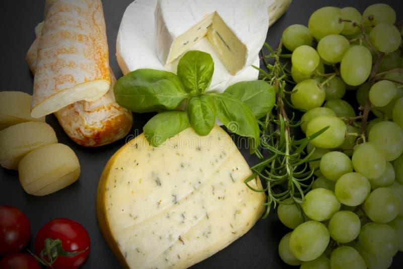 Käse und Früchte lizenzfreies stockfoto