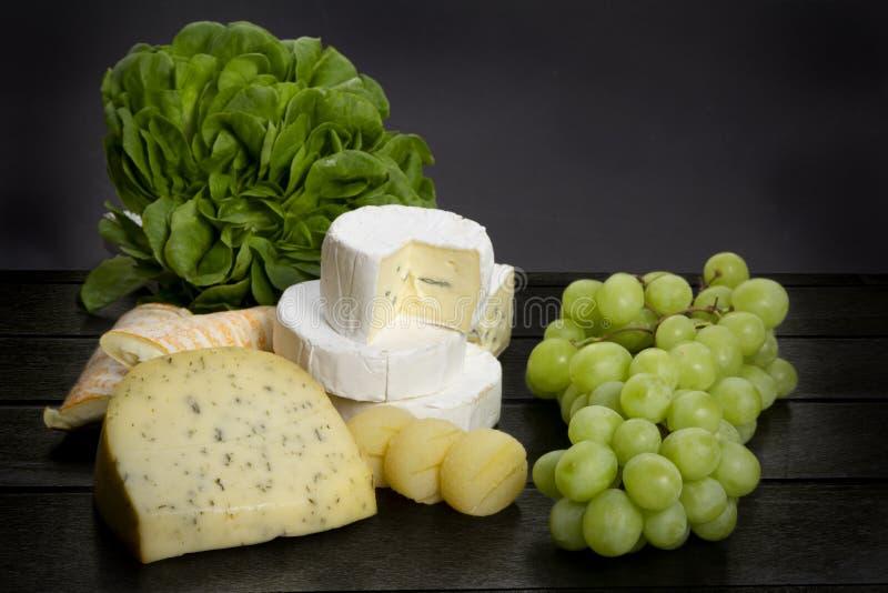 Käse und Salat lizenzfreie stockbilder