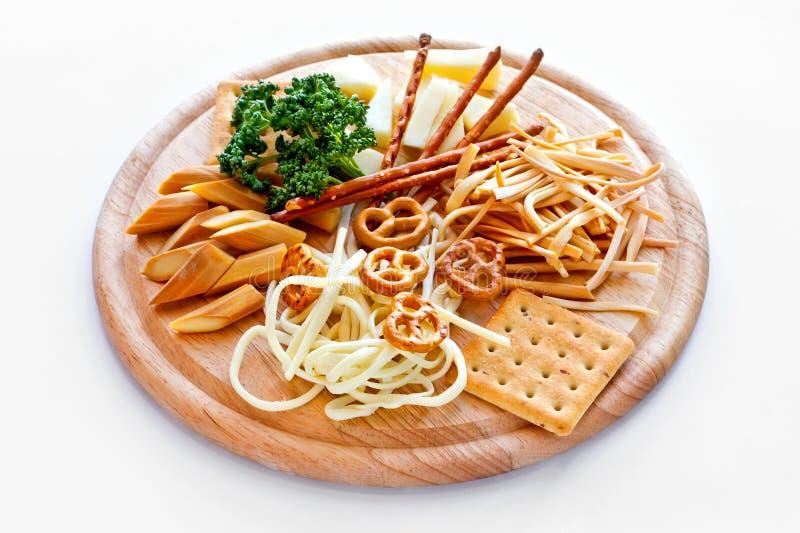 Käse und salzige Plätzchen lizenzfreies stockfoto