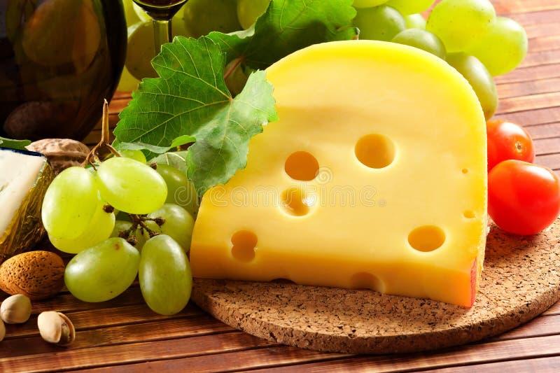 Käse und Traube lizenzfreie stockfotos