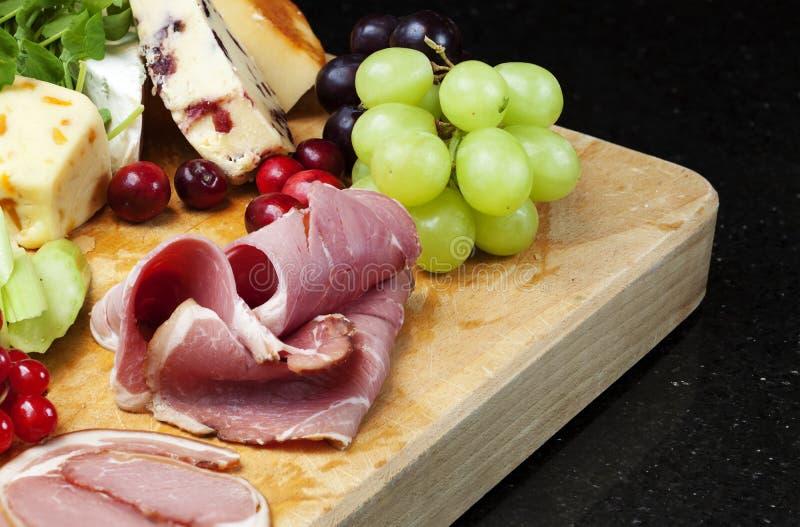 Käse-Vorstand lizenzfreie stockbilder