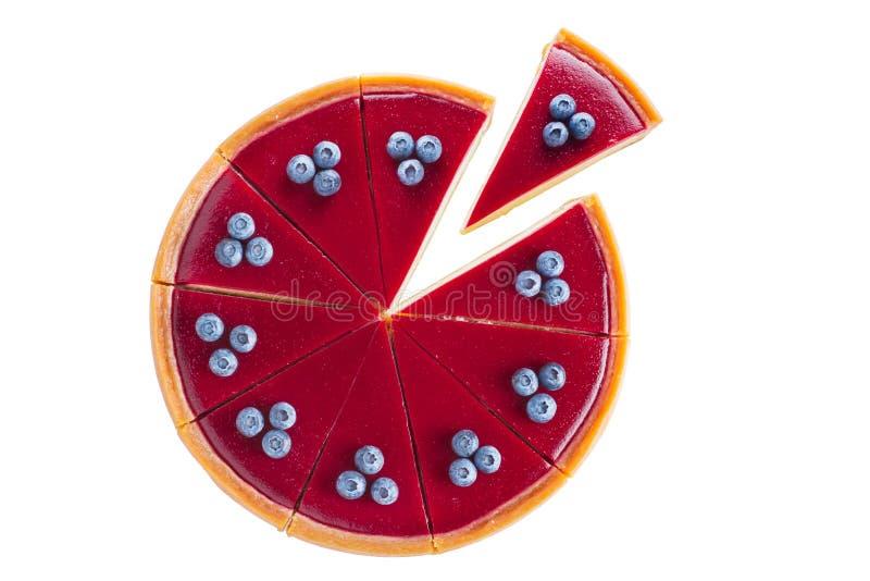 Käsekuchen mit Blaubeeren auf einem weißen Hintergrund lizenzfreie stockbilder