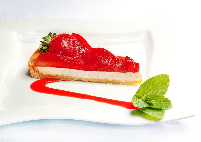 Käsekuchen mit Erdbeeren - geschmackvoller Bonbon lizenzfreie stockbilder