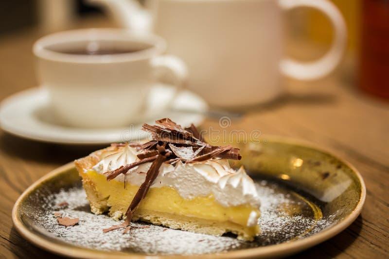 Käsekuchen mit Feinschmecker der Schokolade stockfoto
