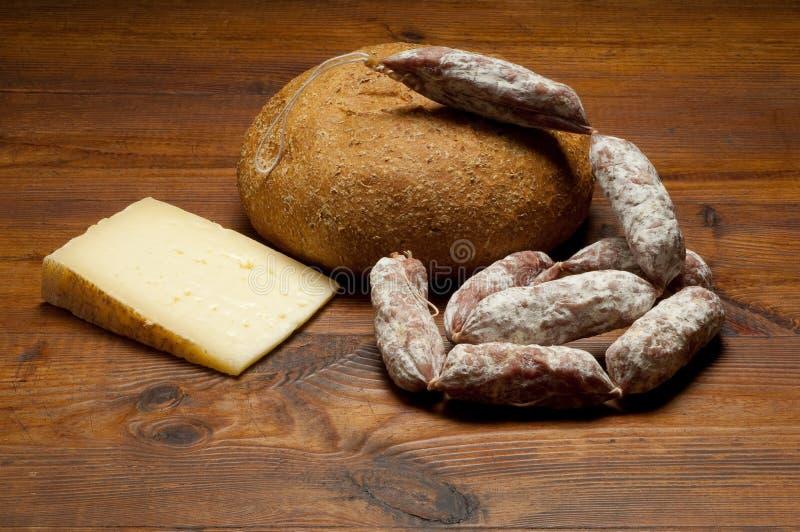Käsesalami und -brot stockfoto