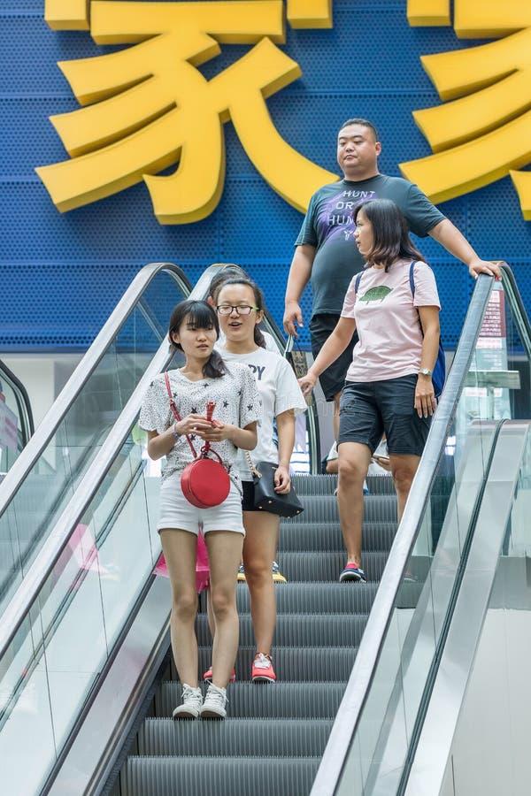 Käufer an Livat-Einkaufszentrum, Peking, China lizenzfreies stockbild