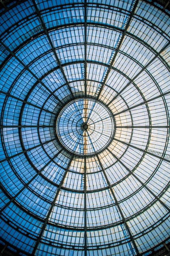 Kółkowa symetria szklana kopuła w Mediolan III obrazy royalty free