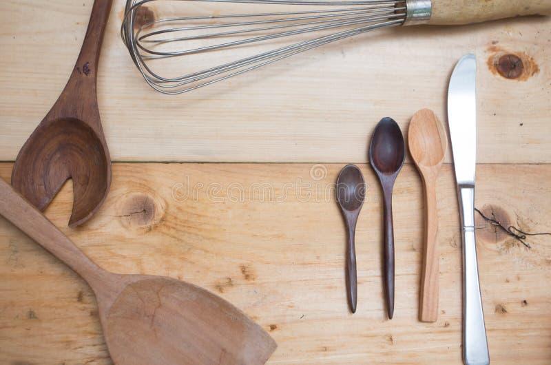 Kökredskap, matlagningredskap, träsked fotografering för bildbyråer
