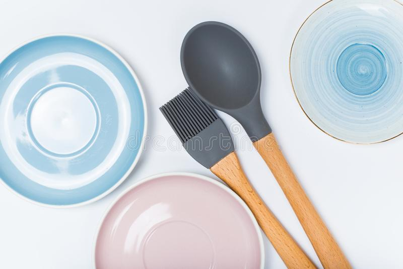 Köksgeråd ren disk på vit bakgrund royaltyfri fotografi