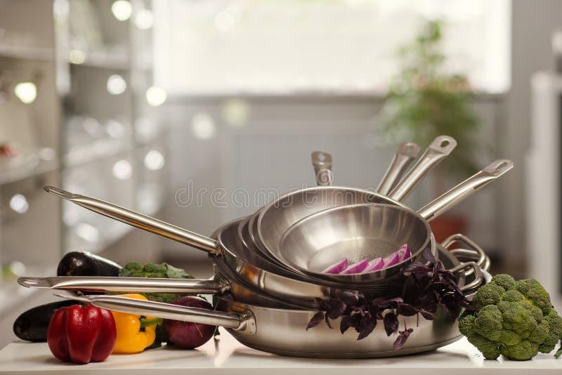 Köksgerådet shoppar annonseringmatlagning royaltyfri bild