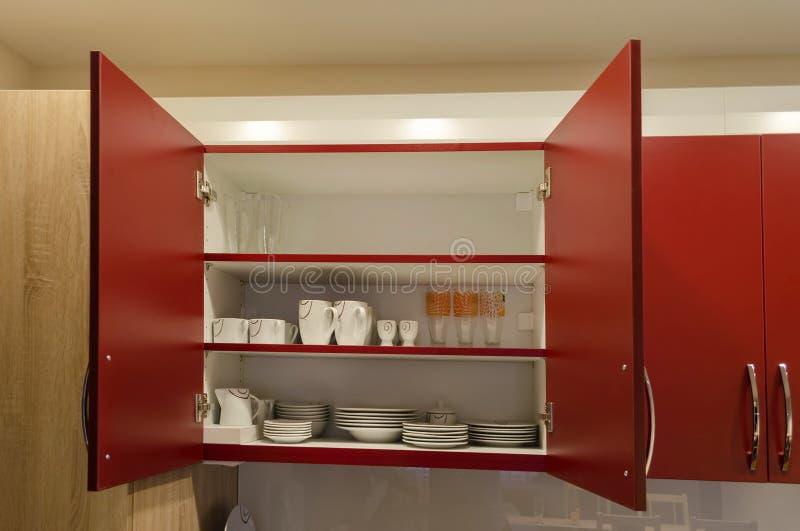 Kökskåp i vardagsrum royaltyfri foto