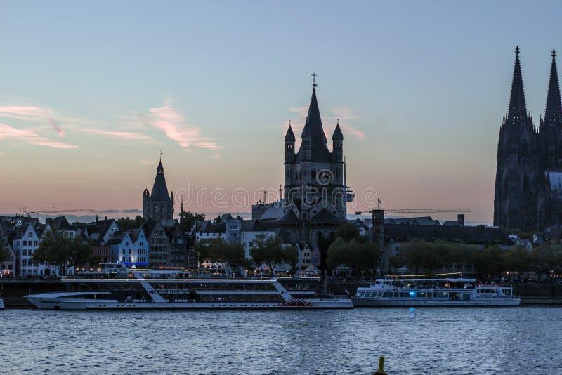 KÖLN, DEUTSCHLAND - 6. OKTOBER 2018: Vogelperspektive Köln über Kreuzschiff in Köln lizenzfreies stockbild