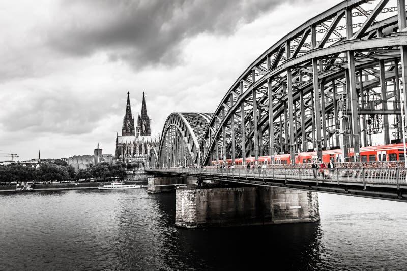Köln-Kathedrale und Hohenzollern-Brücke, Köln, Deutschland stockfoto