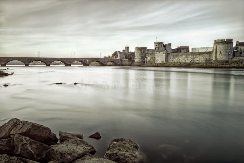 König Johns Castle im Limerick, Ireland.B&w Foto stockfoto