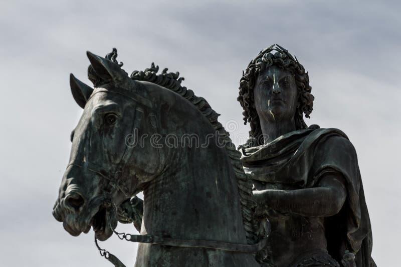 König Louis XIV satue - Lyon, Frankreich stockbilder