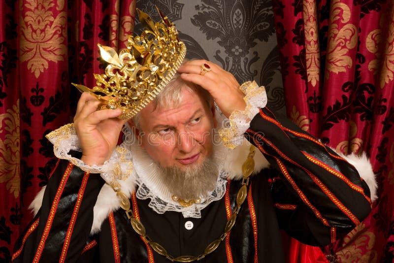 König mit den Händen im Haar stockfotografie