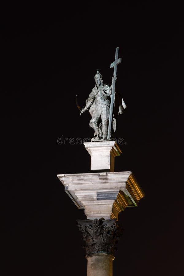 König Sigismund III Vasa auf die Oberseite von Sigismunds Spalte in der alten Stadt von Warschau nachts lizenzfreie stockfotografie