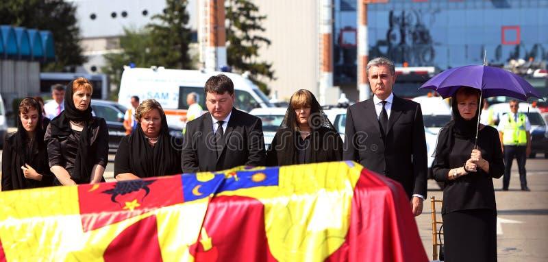 Königin Anne von Rumänien stirbt bei 92 - Zeremonie an internationalem Flughafen Otopenis stockfotos