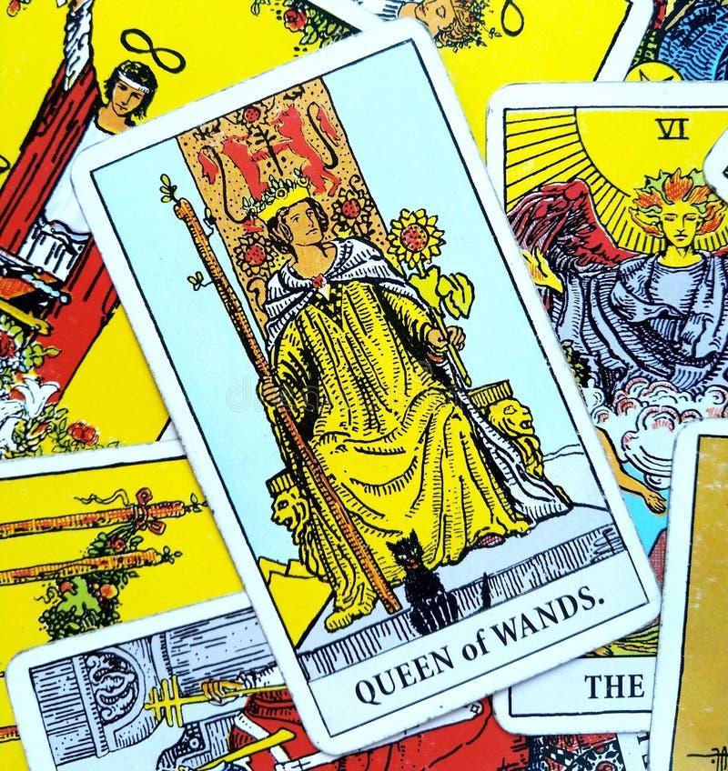 Königin der Stäbe Tarockkarte lizenzfreie abbildung