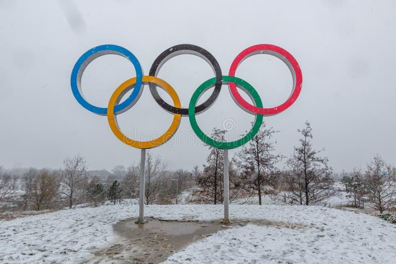 Königin Elizabeth Olympic Park im Schnee stockfotos