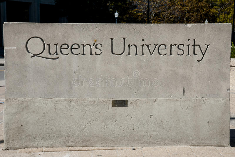 Königin ` s Hochschulzeichen - Kingston - Kanada stockbild