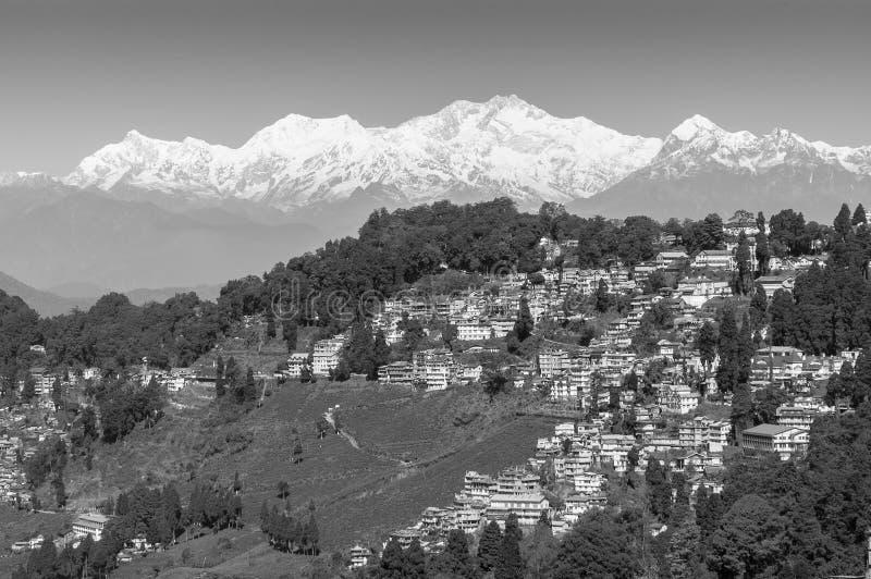 Königin von Hügeln Darjeeling mit Kanchenjunga-Strecke im Hintergrund stockfotografie