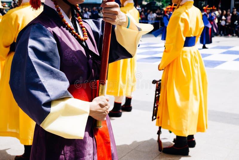 Königliche Schutzparade der Zeremonie in Deoksugungs-Palast, Seoul, Korea lizenzfreie stockfotografie