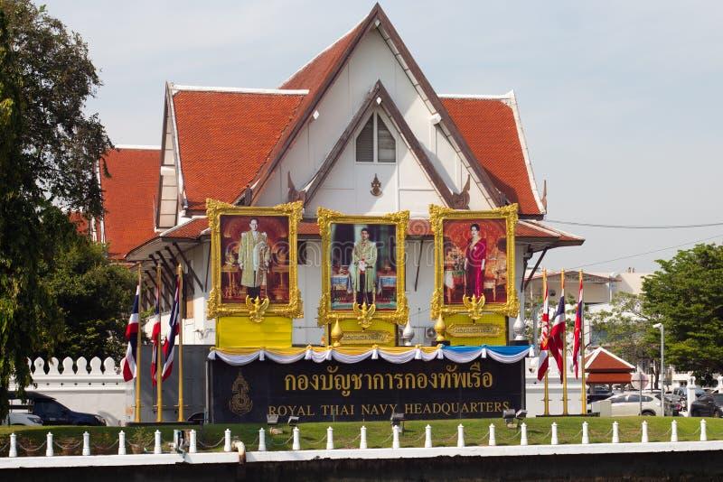Königliche thailändische Marine-Hauptsitze durch Chao Phraya River in Bangkok, Thailand stockfotos