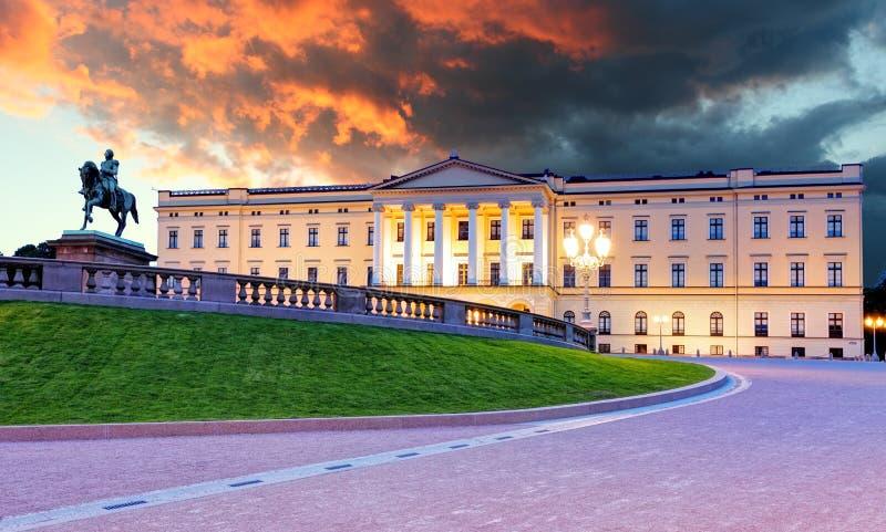 Königlicher Palast in Oslo, Norwegen stockfotografie
