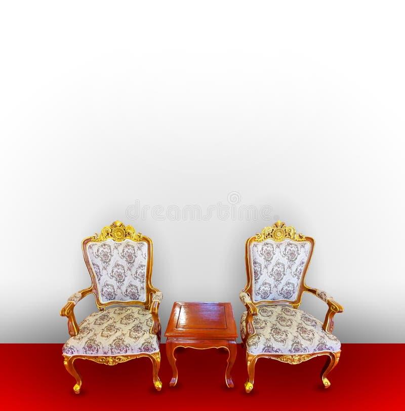 Königlicher Thron auf rotem und weißem Hintergrund stockfotos
