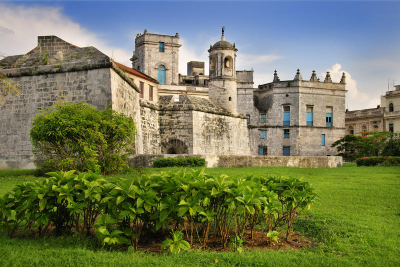 Königliches Kraftschloß in altem Havana stockbilder