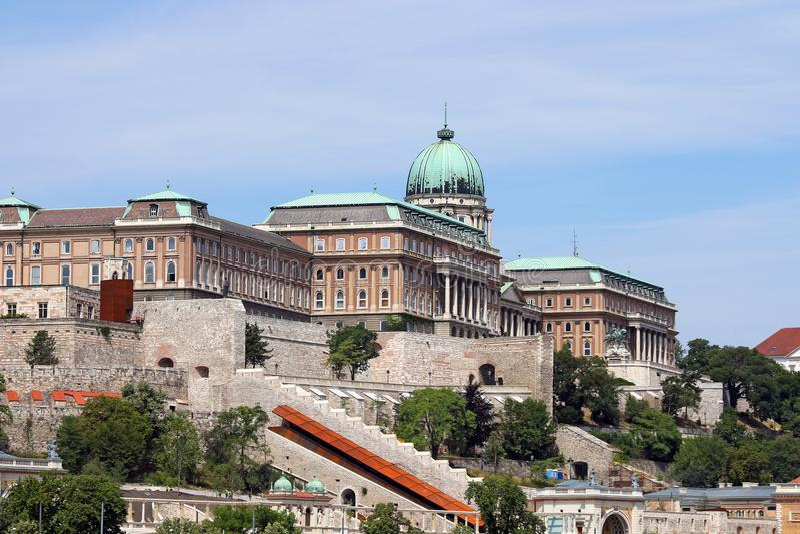 Königliches Schloss auf Hügel Budapest lizenzfreie stockfotografie