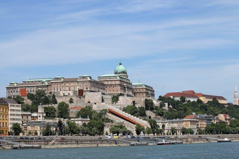 Königliches Schloss auf Hügel Budapest-Stadtbild lizenzfreies stockfoto
