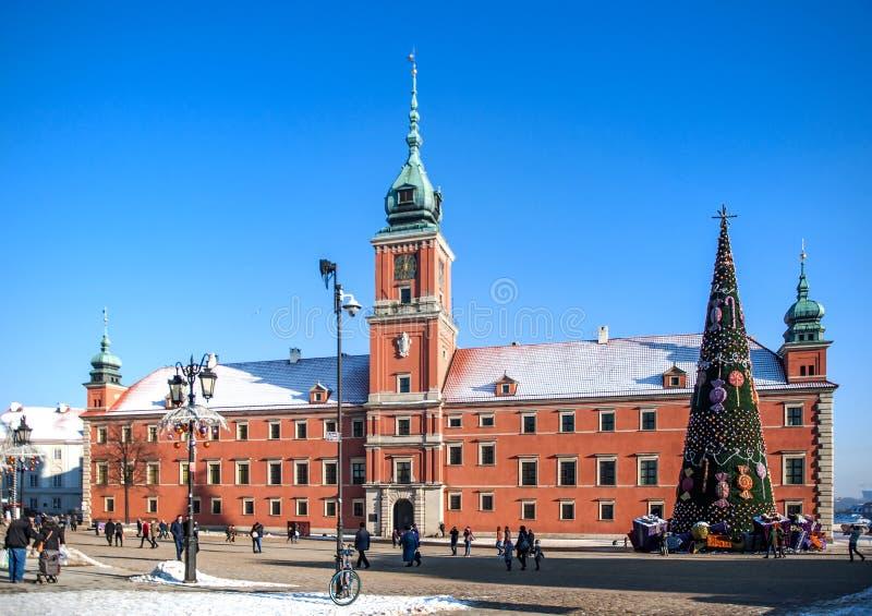 Königliches Schloss in Warschau mit Weihnachtsbaum lizenzfreie stockbilder