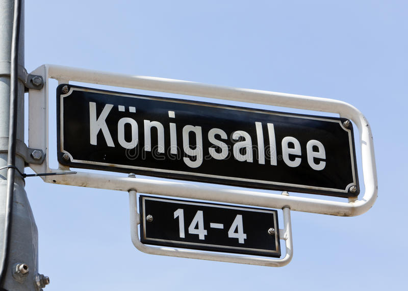 Königsallee Straßen-Namenzeichen stockbilder